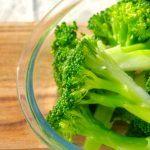 Perfekt dampet broccoli, der hverken er udkogt eller kedelig i smagen. For hvis du koger broccoli for meget, så smager den ikke så godt. Foto: Guffeliguf.dk.