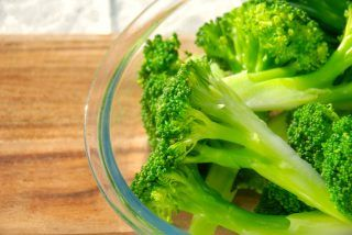 Perfekt Perfekt dampet broccoli, der hverken er udkogt eller kedelig i smagen. For hvis du koger broccoli for meget, så smager den ikke så godt. Foto: Madensverden.dk.dampet broccoli, der hverken er udkogt eller kedelig i smagen. For hvis du koger broccoli for meget, så smager den ikke så godt. Foto: Guffeliguf.dk.