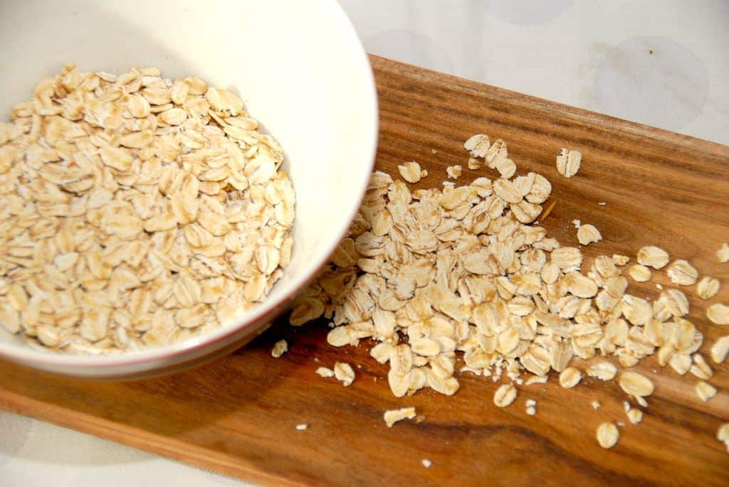 Havregrød i mikroovn er en nem og hurtig måde at lave havregrøden på. Her er grøden lavet med mælk. Foto: Guffeliguf.dk.