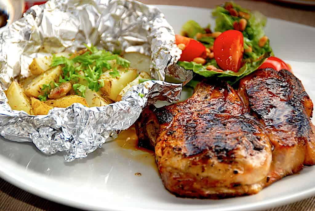Marinerede koteletter på grill (bedste paprikamarinade)