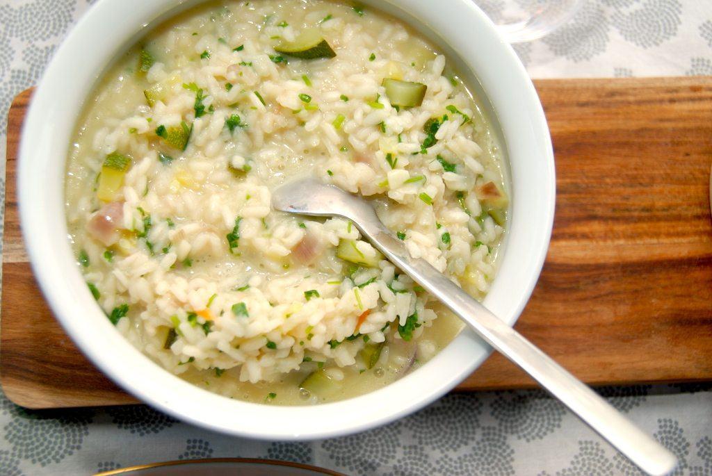 En skøn risotto opskrift med lækre squash og friskhakket persille, der koges sammen med risottoen i hønsefond. Foto: Guffeliguf.dk.