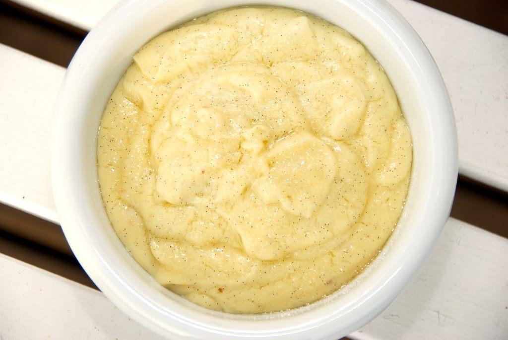 En virkelig god konditor kagecreme, der koges med ægte vanilje. Kagecremen kan bruges til blandt andet cremelinser og en hjemmebagt spandauer. Foto: Guffeliguf.dk.