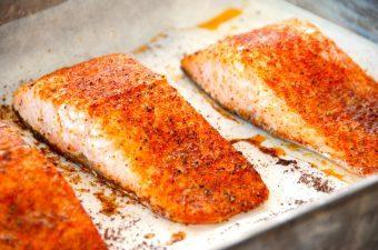Ovnbagt laks med paprika – opskrift på laks i ovn med stegetid