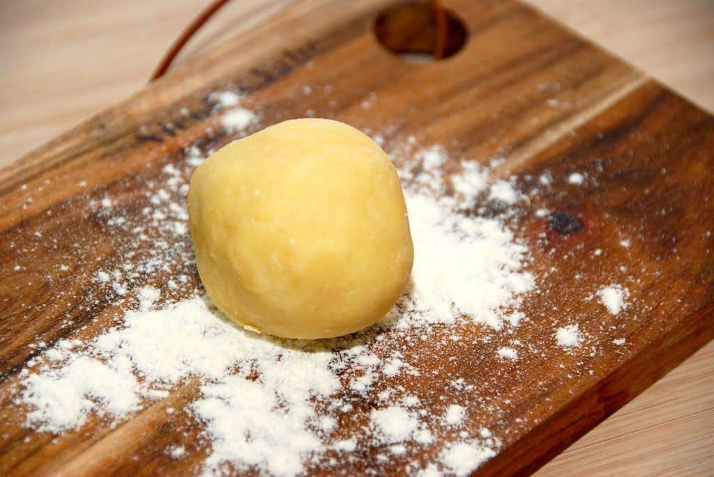 Smørbolle er god til jævning af sovs og andre retter, og den er meget nem at lave. Du skal blot lige dele smør og hvedemel. Foto: Guffeliguf.dk.