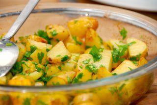 Stegte kartofler i ovn med Læsø sydesalt, æbleeddike og persille