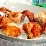Grundopskrift på Weber kylling, hvor kyllingen grilles ved indirekte varme i enten kuglegrill eller gasgrill. Kyllingen skal grilles i lige godt en time. Foto: Guffeliguf.dk.