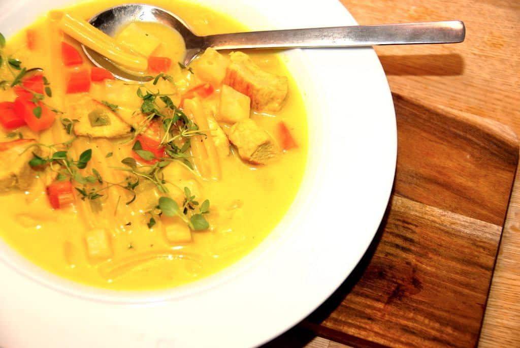 Karrysuppe med kalkun og pasta på 30 minutter