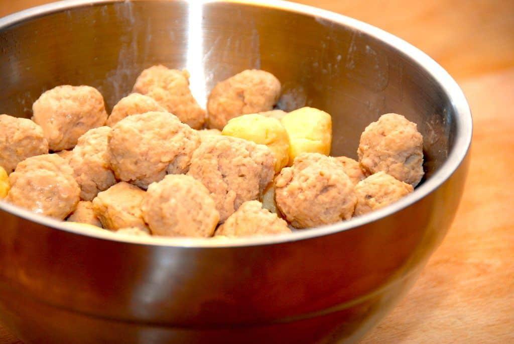 Kød- og melboller (hjemmelavede)