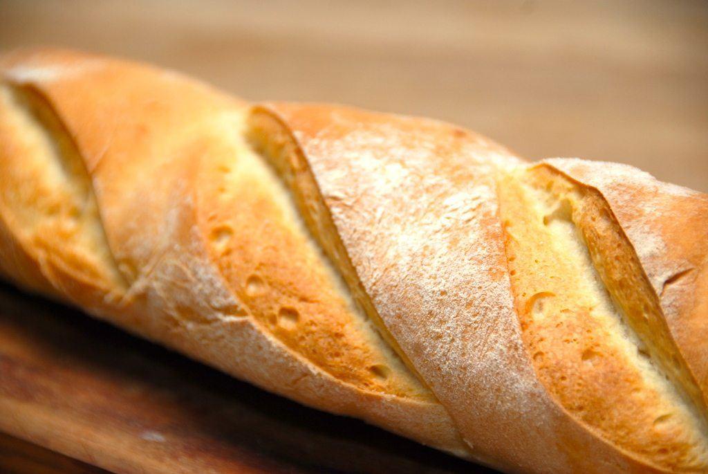 Bagermesterens flutes er dejlige hvedebrød, der passer perfekt til maden. Men de kan også anvendes til en sandwich. Foto: Madensverden.dk.