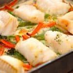 Brosme er en fast spisefisk, der er i familie med torsken. Virkelig lækker, og her er den ovnbagt med grøntsager i fløde. Foto: Guffeliguf.dk.