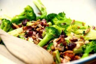 Broccolisalat med bacon – grundopskrift