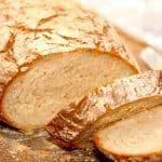 Super lækkert og sprødt italiensk bondebrød, der bages med manitoba hvedemel, vand, gær og salt. Mere skal der ikke bruges til dette dejlige madbrød. Foto: Guffeliguf.dk.