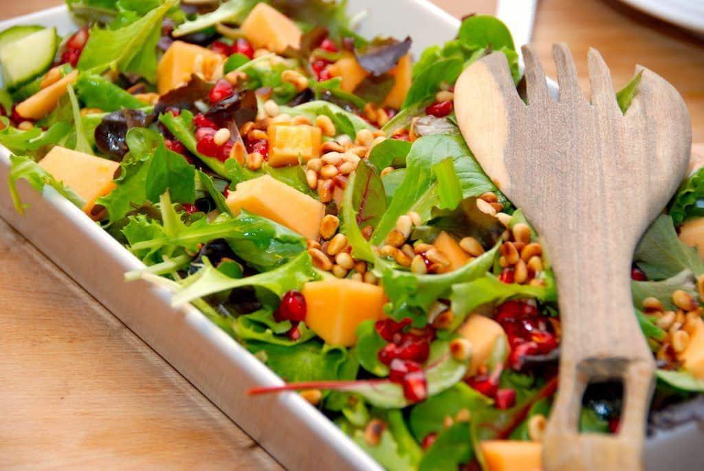 Salat med melon, granatæble og agurk