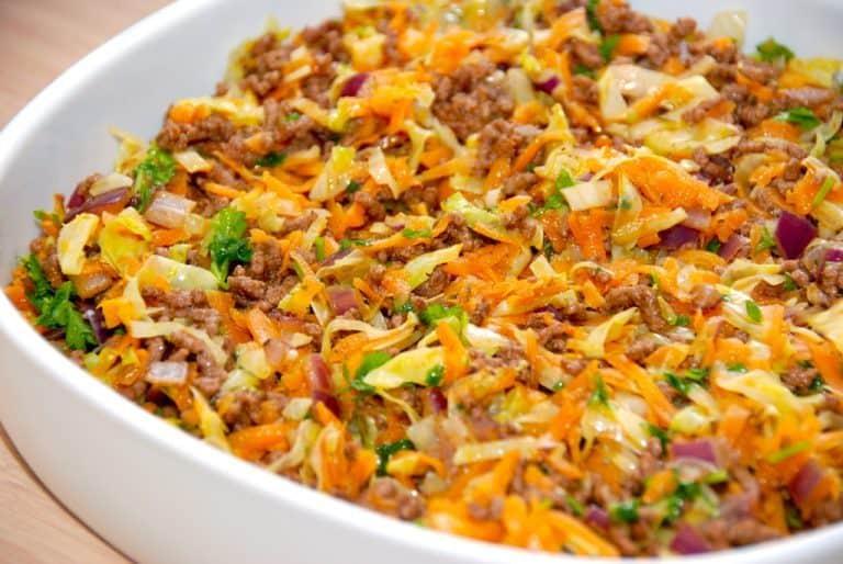 billede med hakket oksekød med spidskål