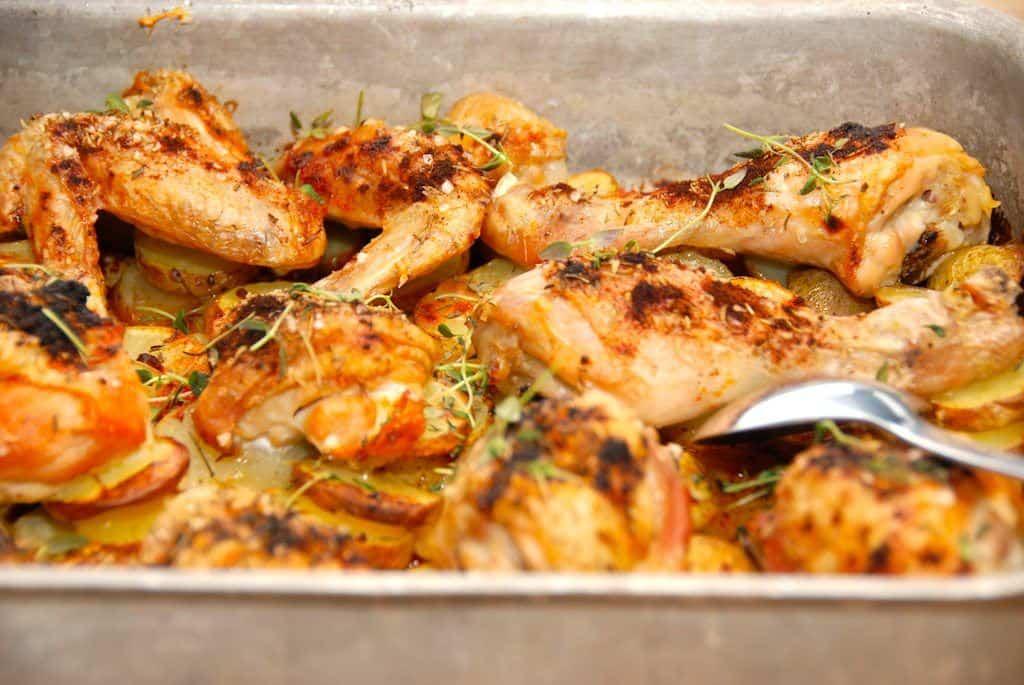 Kylling i fad med kartofler - Madens Verden