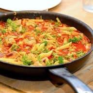 Pasta med spidskål og mørbrad i tomatsauce