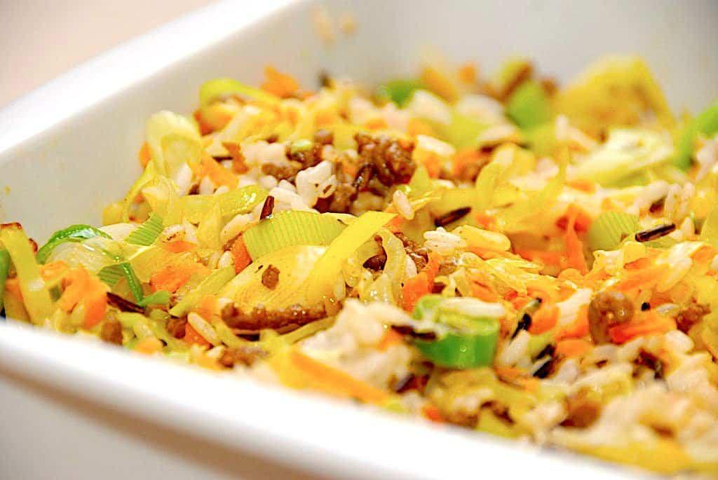 Kål i fad med ris og porrer