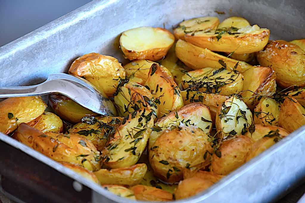 Kartoffelbåde med timian og groft salt (i ovn)