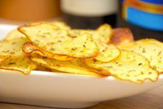 Kartoffelchips i ovn (med oregano)