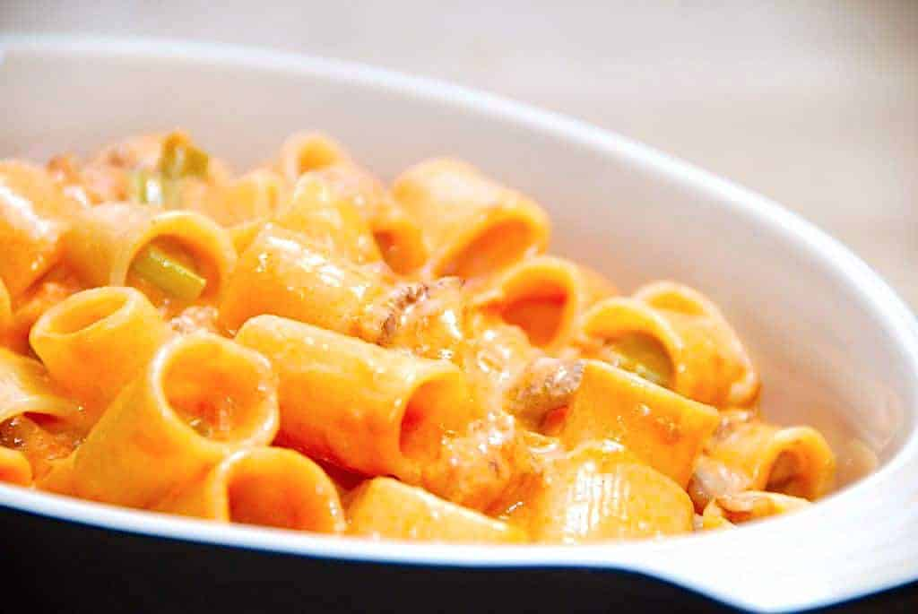pasta fløde tomatsauce med bacon