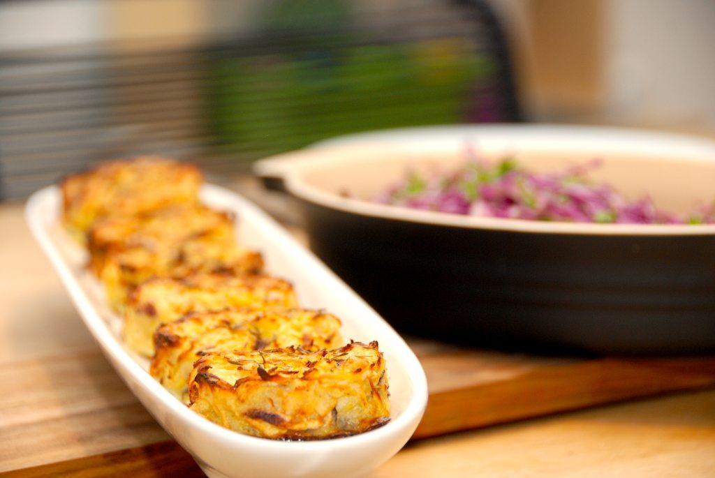 Røsti i ovn er en vidunderlig lille kartoffelkage, der er nem at lave. Her har jeg lavet røsti med kartofler og pastinakker, og de er super gode. Foto: Guffeliguf.dk.