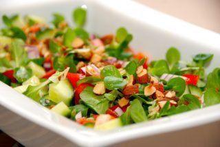 Salat med feldsalat og tomat