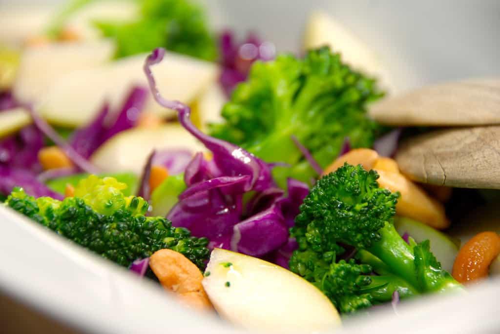 Salat med rød spidskål og broccoli