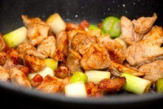 Skinkegryde med bacon og pølser