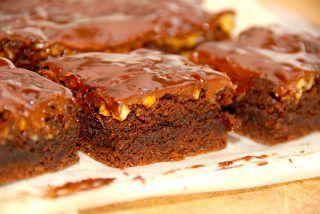 Chokoladebrownie med valnødder og chokoladecreme