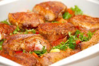 Kylling i fad med ris og grøntsager
