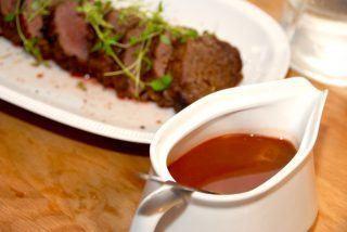 Helstegt oksemørbrad med sauce bordelaise