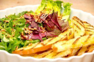 Salat med pinjekerner og god dressing