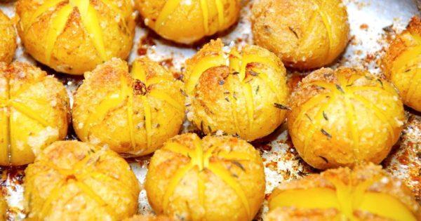 små hasselback kartofler med rasp