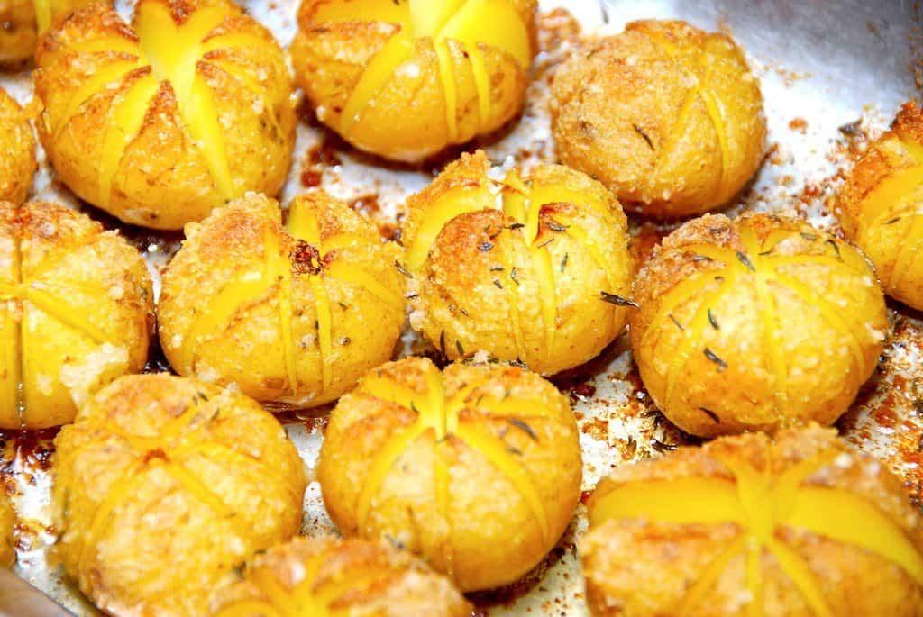 Hasselback kartofler med rasp – dekorative