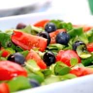 vårsalat med blåbær og tomater