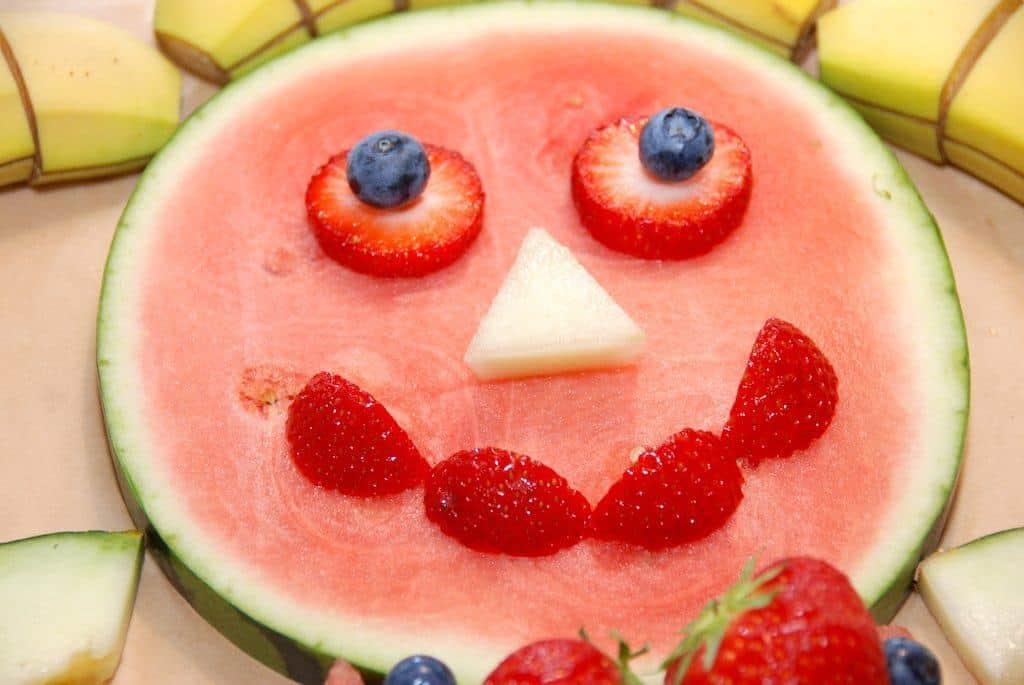 Kagemand af frugt (opskrift til en sund fødselsdag)