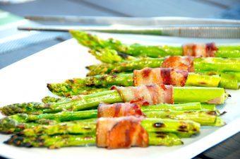 Billede resultat for grillede grønne asparges med bacon