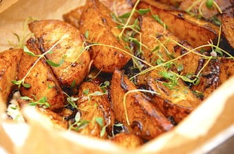 Karamelliserede kartoffelbåde med balsamico og timian
