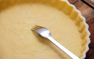 billede med tærtedej i tærteform