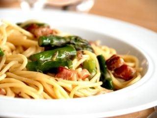 Billede resultat for spaghetti med bacon og cremet flødesauce