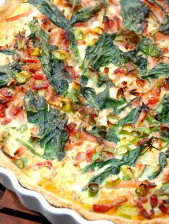 Blomkålstærte med spinat og bacon opskrift