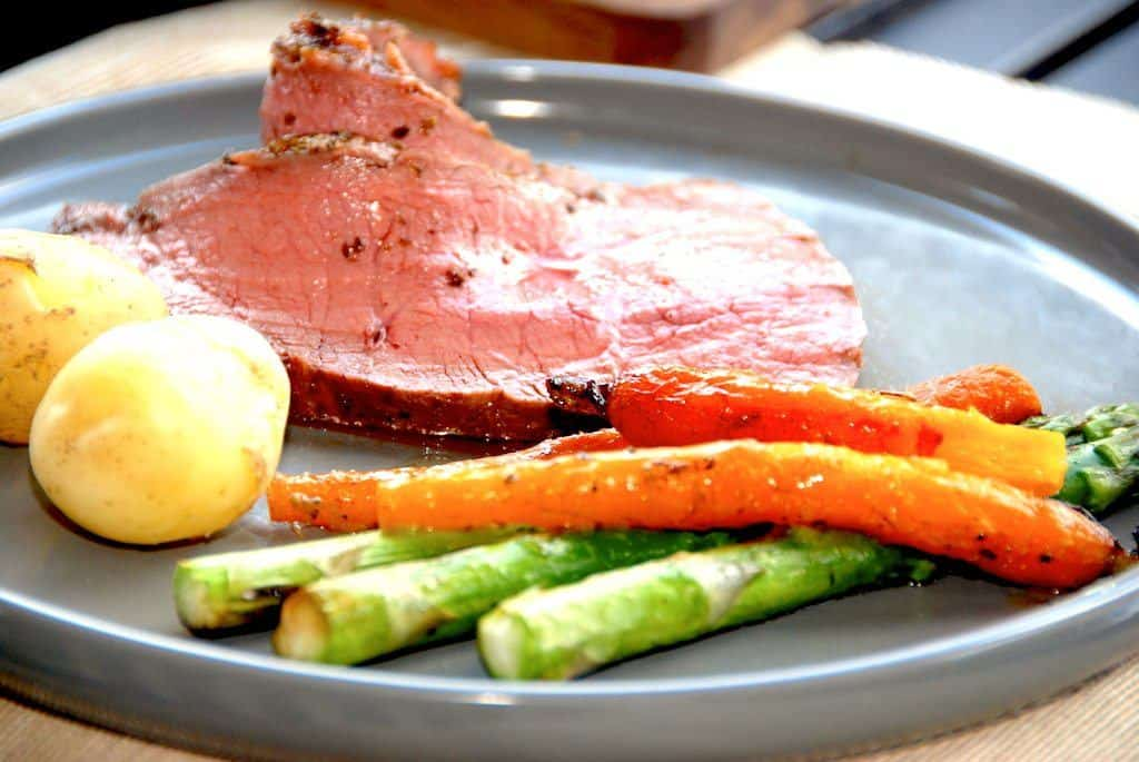 Culotte af kalv med smørstegte gulerødder og asparges