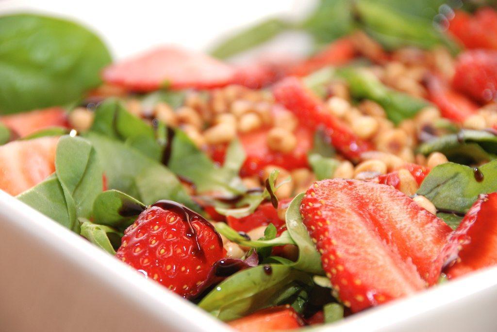 Jordbærsalat - salat med jordbær opskrift