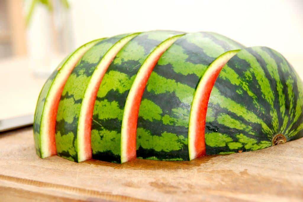 Udskæring af vandmelon – guide med billeder