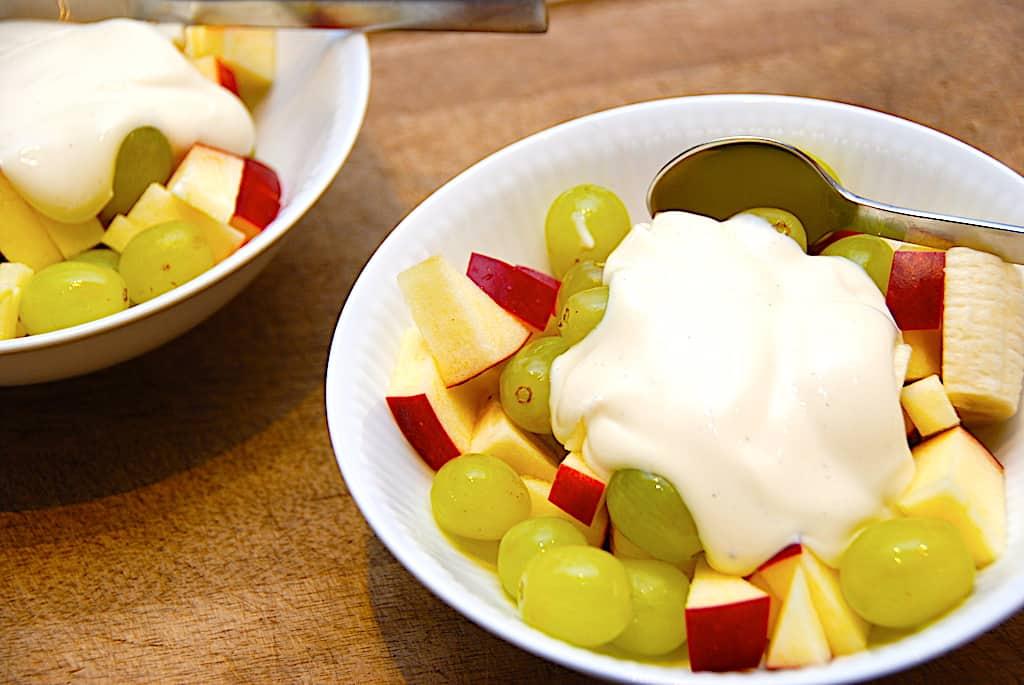 Frugtsalat - nem opskrift med flødeskum eller råcreme