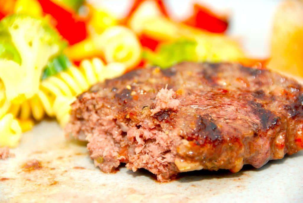 Grillede hakkebøffer med bacon og timian