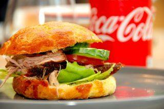 Hjemmelavet pulled pork burger med sprøde boller