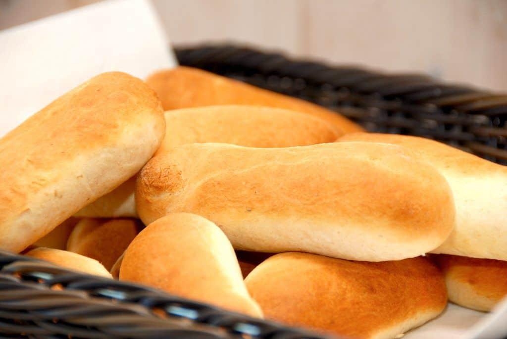 Pølsebrød – opskrift på nemme brød til pølser