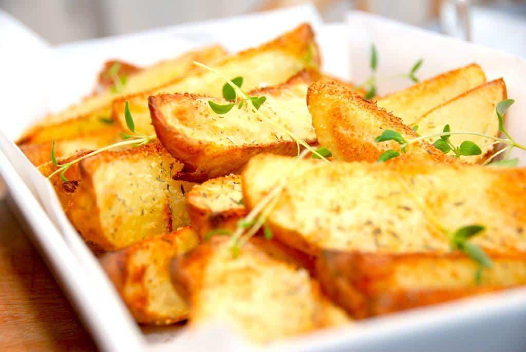 Sprøde kartofler med rasp i ovn (ovnbagte kartoffelbåde)