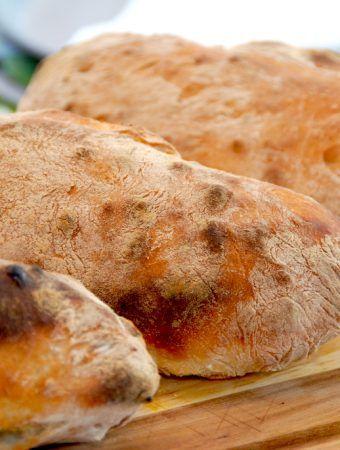Ciabattabrød med store huller- italiensk ciabatta uden æltning